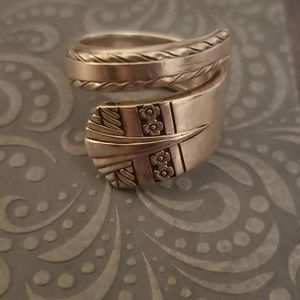 SIMIEON AND ROGERS **VINTAGE** RING